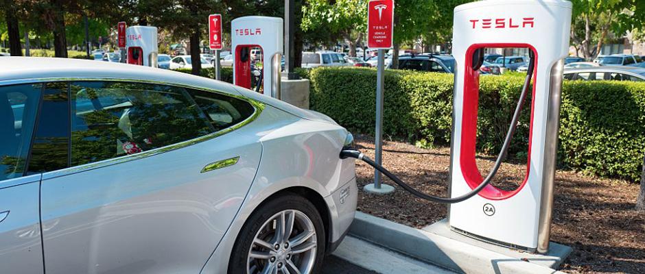 Tesla Supercharger Station Level 3 440 Volts 40 Amps